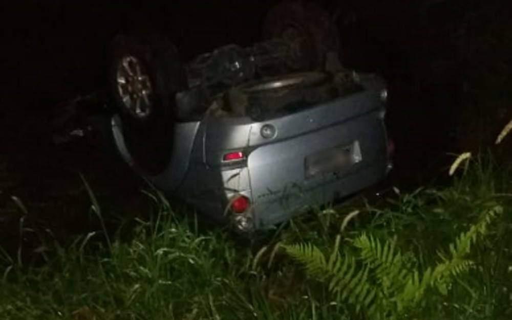 Carro de candidato capotou após tiroteio - Foto/Facebook
